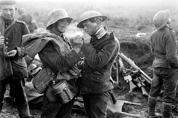 wwi-christmas-truce-of-1914-11photos-video-1.png